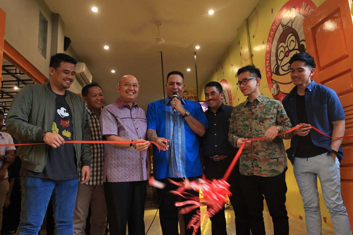 President's sons open food joint to huge crowd in Medan