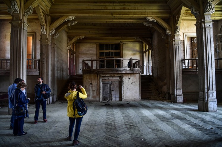 This architectural treasure built at the end of the 19th century is at risk of collapse, tired after half a century of abandonment.