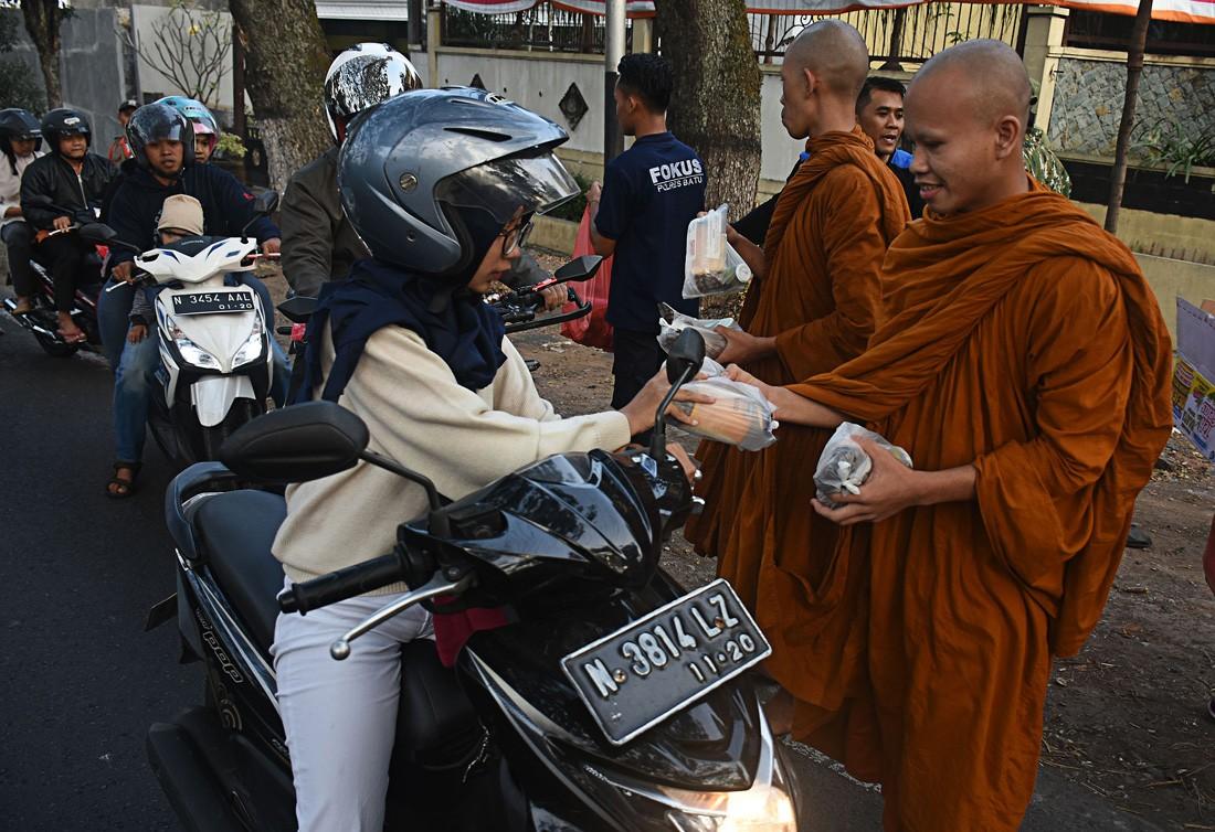 Vesak celebrated in harmony, tolerance in Malang