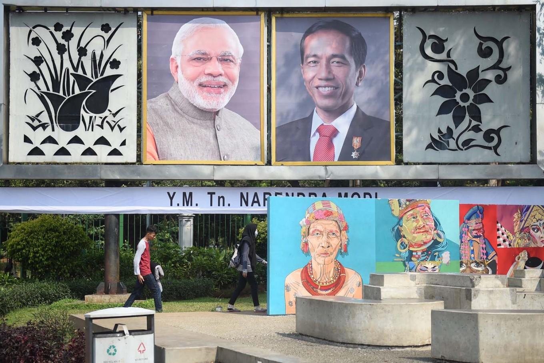 Jokowi welcomes Modi at Merdeka Palace