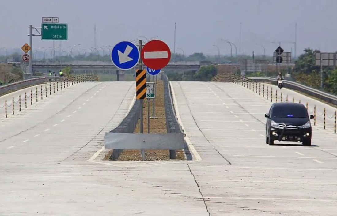 Hong Kong investors to buy two Java toll roads