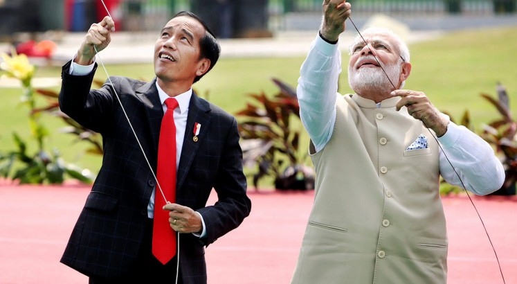 Jokowi welcomes Modi at Merdeka Palace