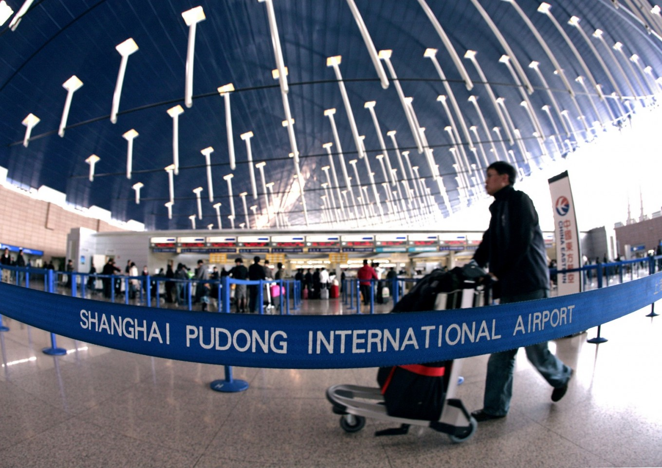 Shanghai airport counts on duty-free shops for valuation premium