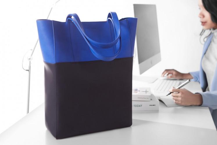 The Edie ultramarine tote bag.