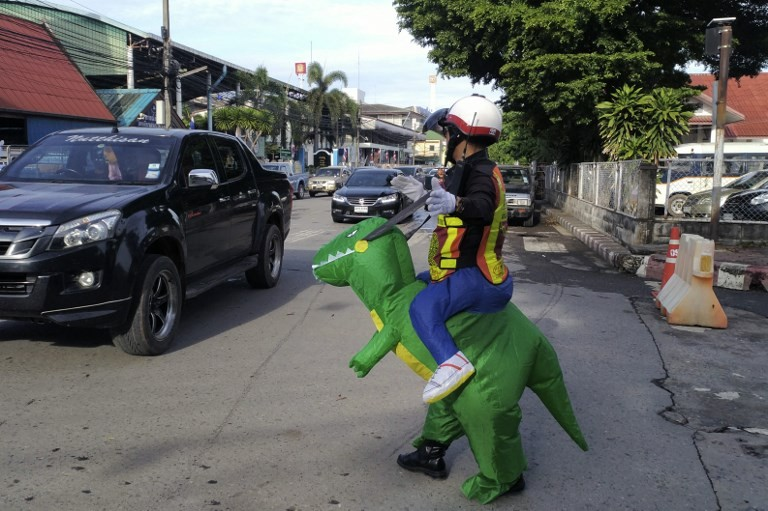 Thai 'T-Rex' cop gives traffic safety lessons to kids, parents