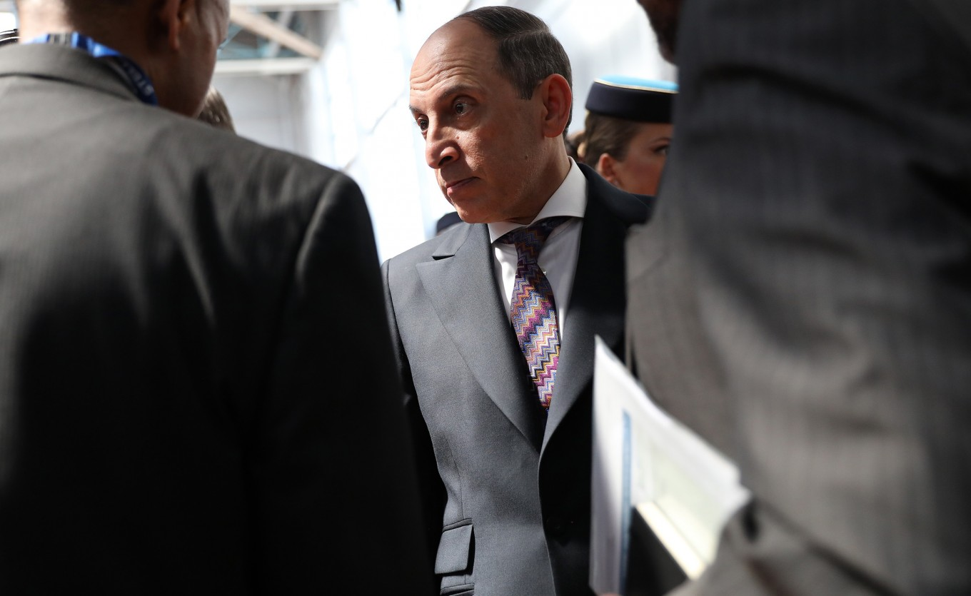 Qatar Air boss apologizes for saying CEO job must be held by man