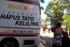 Mobility: The tattoo removal service is mobile and goes from one neighborhood to another. JP/Maksum Nur Fauzan
