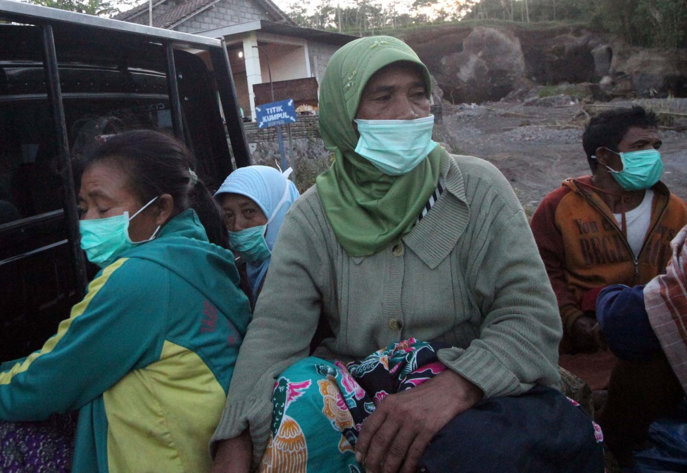 Villagers wear masks to prevent contracting an upper respiratory infection. JP/Boy T. Harjanto