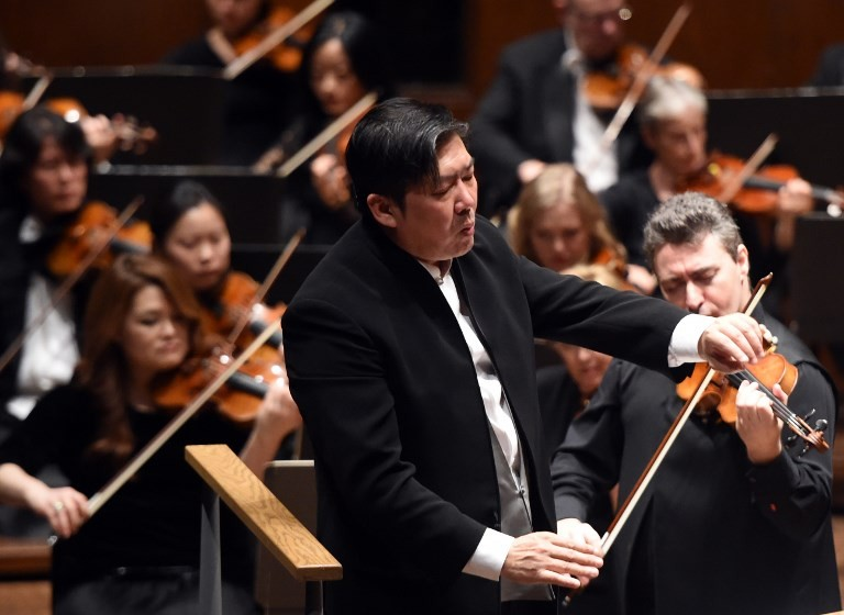 Shanghai Symphony signs China's first orchestra record deal