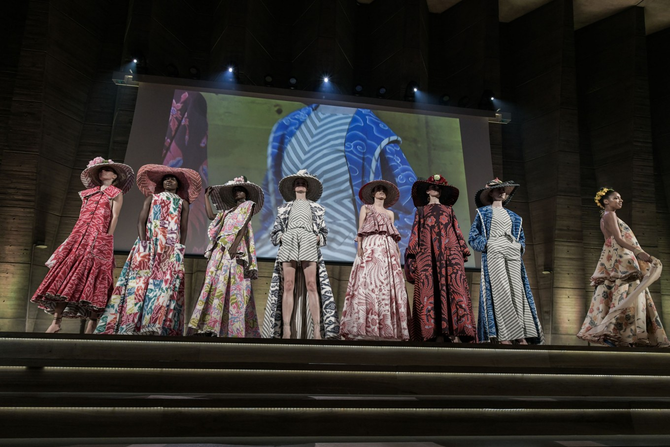 Edward Hutabarat displayed a collection of light, summer-inspired pieces featuring batik motifs from Cirebon and Pekalongan.