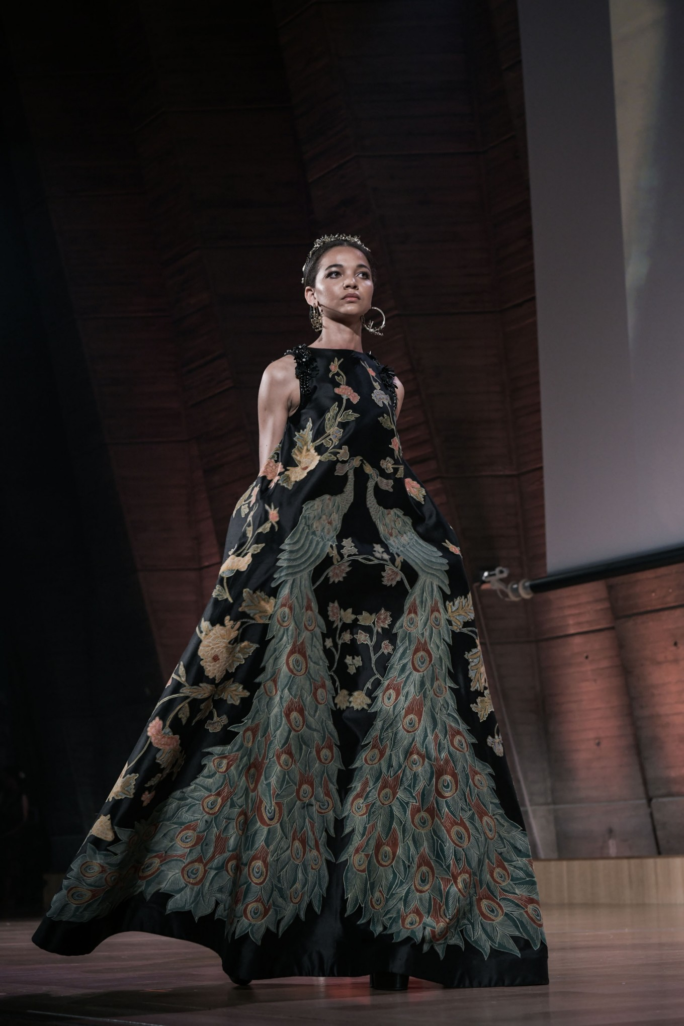 Denny Wirawan combines an elaborate batik motif with a modern-cut gown.