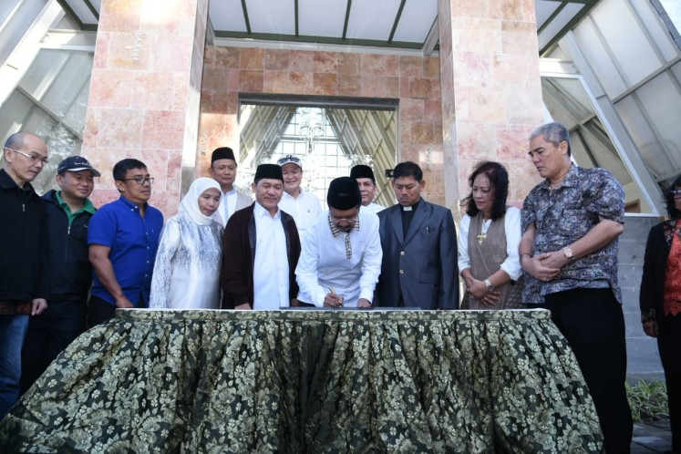 North Sumatra Governor Tengku Erry Nuradi (middle) signs an incription during the inauguration ceremony in Taman Simalem Resort in Karo regency, on Saturday, June 9.