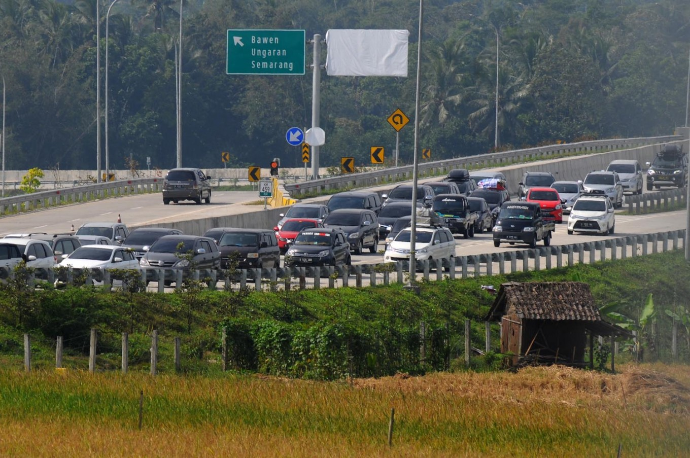 Central Java toll road rest area to be a shopping destination