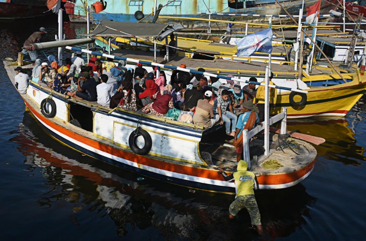 Joyful day: Gili Ketapang residents get ready to travel to Probolinggo city, East Java, to shop for goods for their Idul Fitri celebration.