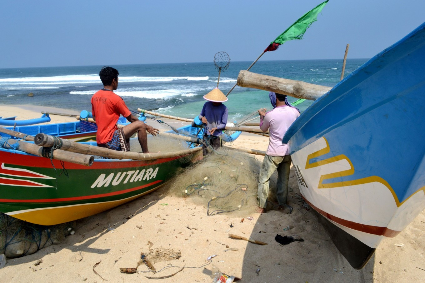Fishing is commonly seen along the southern coastal road, particularly in the areas of Baron, Tepus and Girisubo.