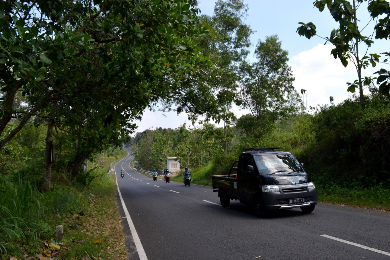 A road in Semin en route to Klaten, Sukoharjo, or Wonogiri.