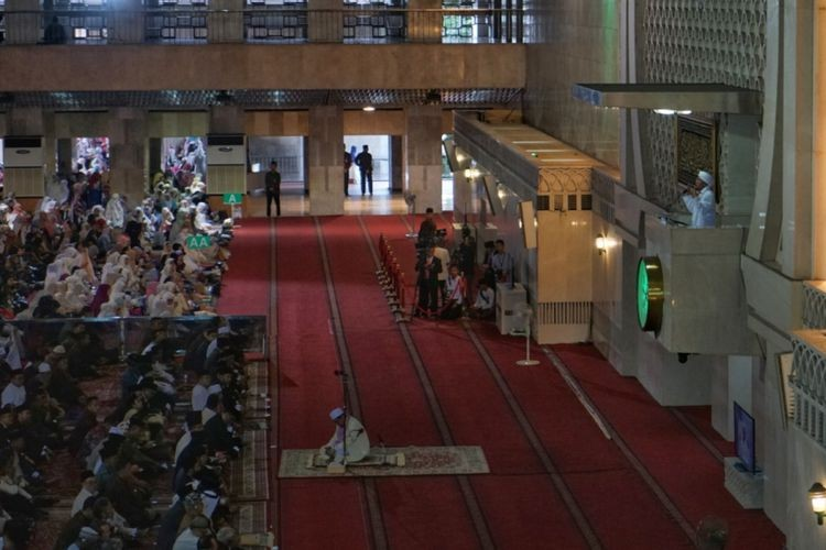 212 supporter delivers Idul Fitri sermon in Istiqlal