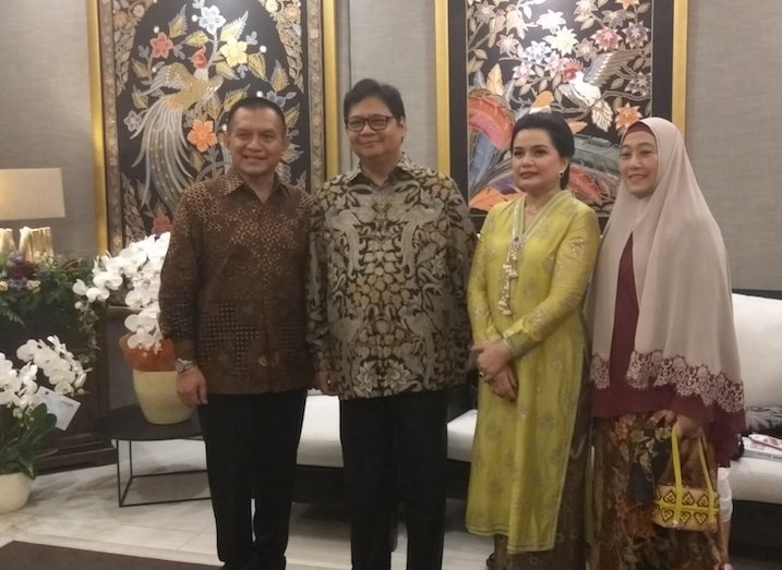 Industry minister meets politicians, businessmen in Idul Fitri 'open house'