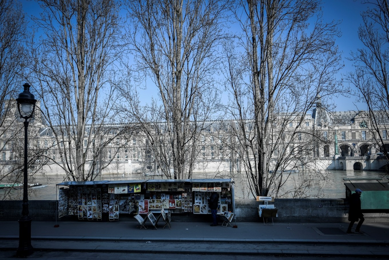 Paris open-air booksellers seek UNESCO status