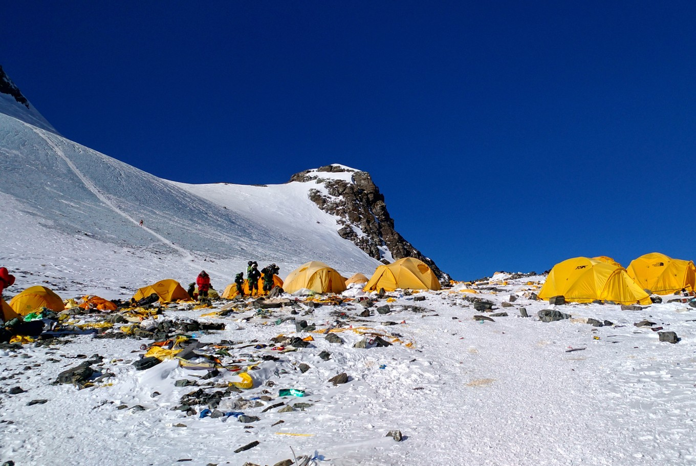 Nepal to send team to clean Mount Everest
