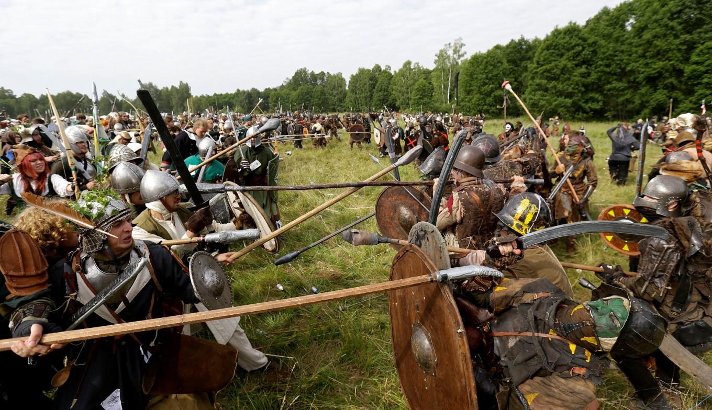 Hobbit's five armies clash in Czech forest