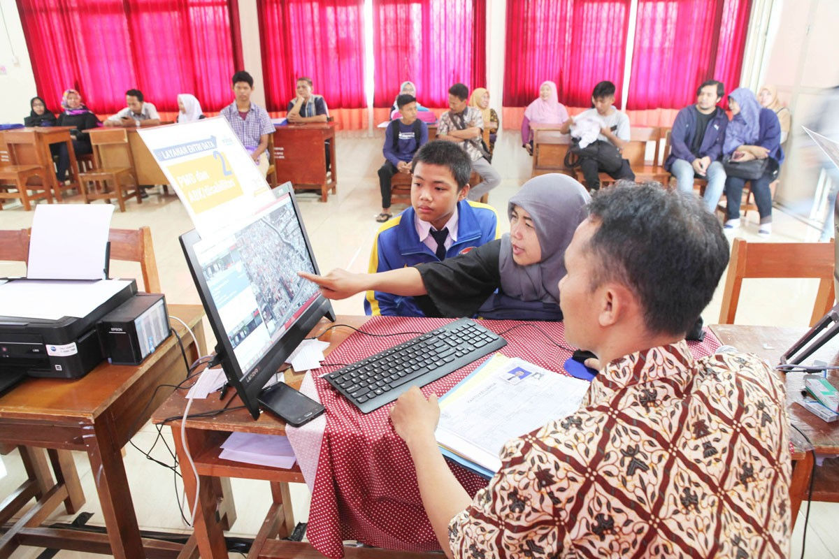 Central Java warns parents not to fake family certificates to enroll in state schools