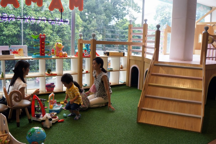 Children play at Mamain café on Jl. Gunawarman, South Jakarta.