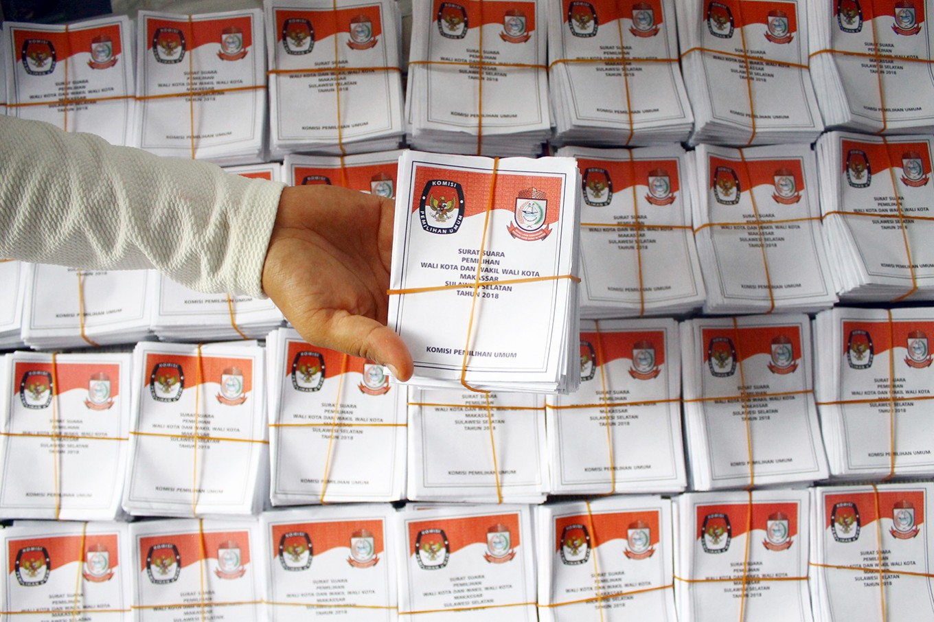 Quick count shows blank box wins, setting up Makassar mayoral election in 2020