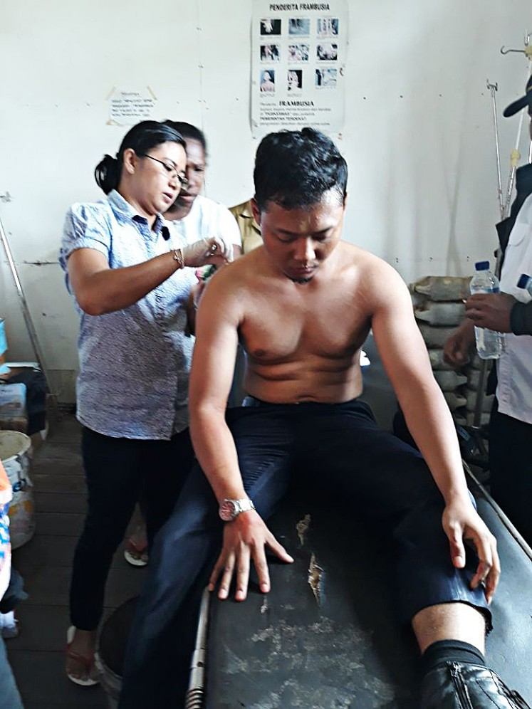 Pilot Ahmad Abdillah Kamil, 27, receives medical treatment at the Kenyam health clinic in Nduga, Papua, after suffering gunshot wounds to his left back in a shooting incident on June 25. The Twin Otter aircraft he piloted from Wamena Airport, Jayawijaya, was fired on shortly after it landed at Kenyam Nduga Airport.