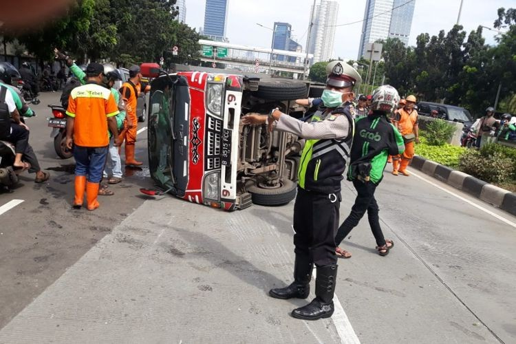 Truck hits 'odong-odong' ride, injuring 11 children