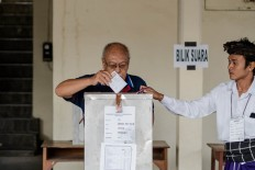 A senior citizen casts his vote in the Bali gubernatorial election in East Denpasar on Wednesday, June 27, 2018. . JP/Anggara Mahendra