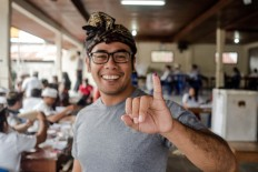 A voter shows off his inked pinkie after casting his vote in the Bali gubernatorial election in East Denpasar on Wednesday, June 27, 2018. . JP/Anggara Mahendra
