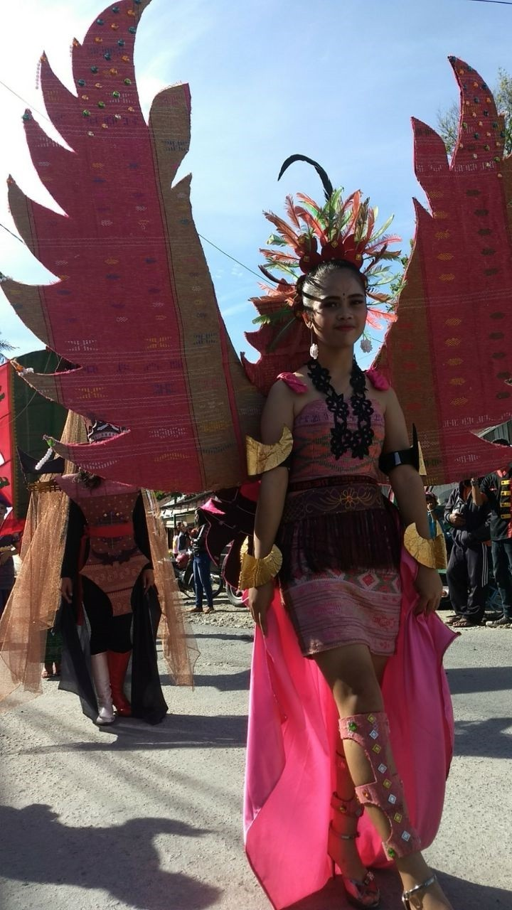 The carnival comprises a wide range of activities, from an'ulos' (traditional Batak cloth) parade to art performances depicting the story of Manggale.