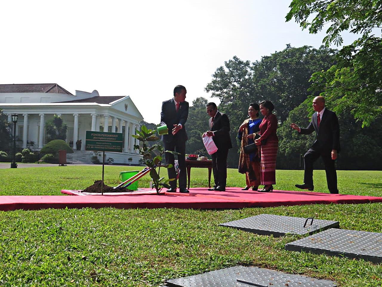 Jokowi welcomes Timor Leste president