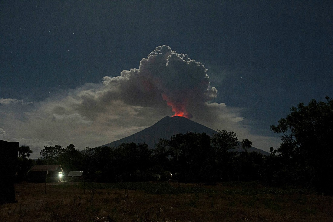 Two East Java airports closed because of volcanic ash from Mt. Agung