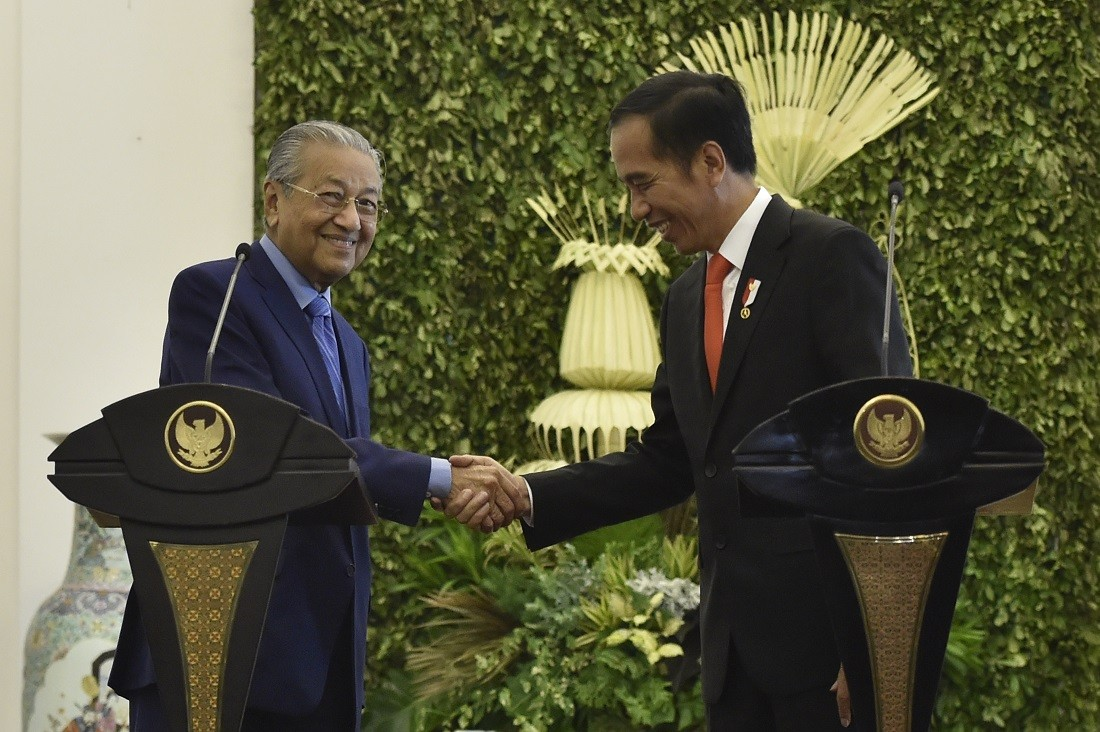 Jokowi, Mahathir discuss migrant worker protection, border settlement