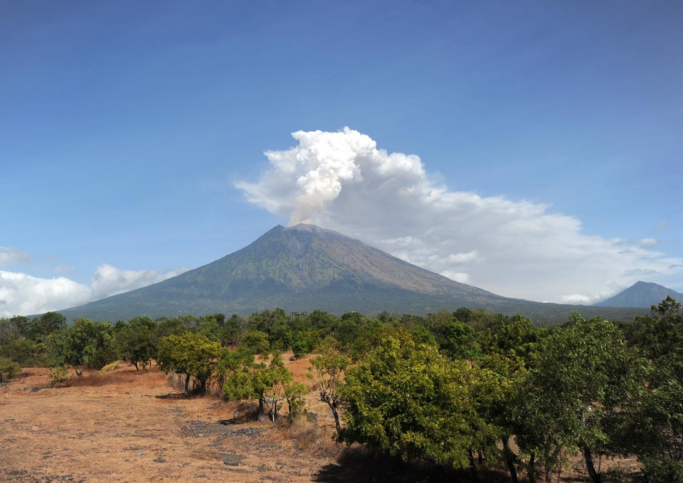 Residents along rivers warned after Mt. Agung eruption