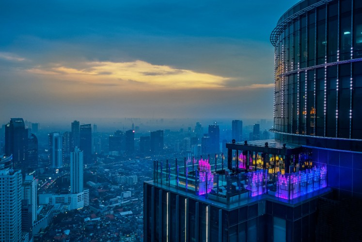 Henshin is located at the top three levels of The Westin Jakarta.