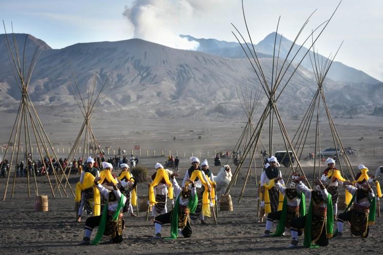 Tenggerese Hindu ritual meets cultural performances on Mount Bromo