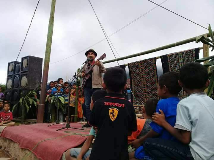 Flores musician Ivan Nestorman performs at a festival for Colol coffee in Colol village, East Manggarai Timur, Flores, East Nusa Tenggara, on June 28.