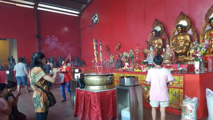 Built in 1650, the Vihara Dharma Temple is located near  Pasar Petak Sembilan as a symbol between heaven and earth.