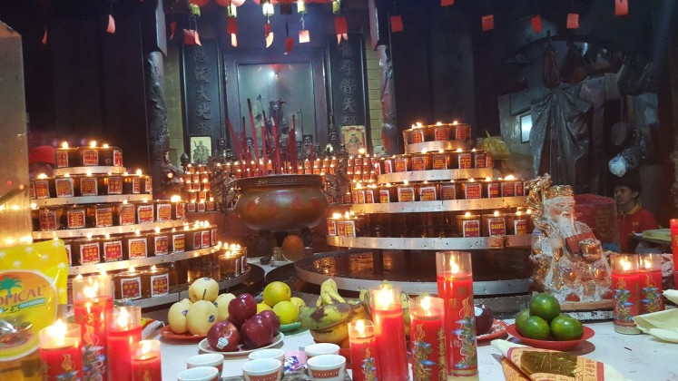 While smaller than the Dharma Bhakti Temple, this temple makes use of all the space provided.