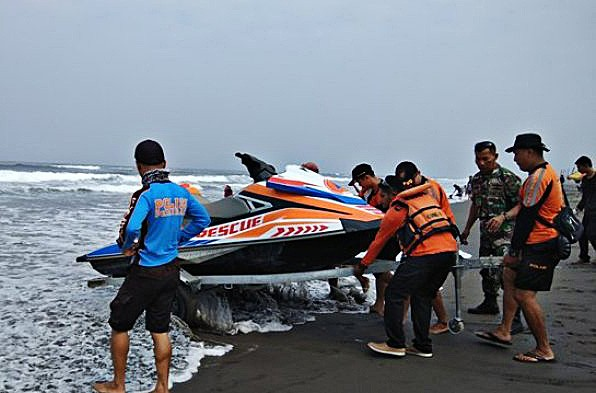Two people remain missing in Parangtritis, SAR team dispatches jet ski