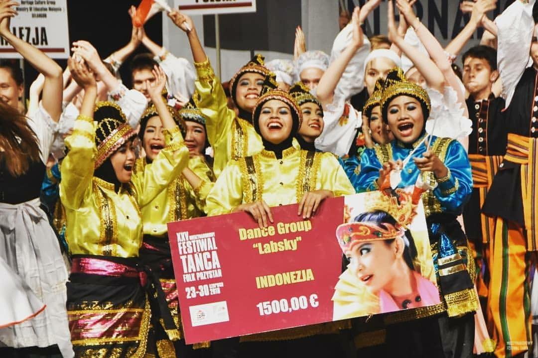 Labschool junior high school wins top award at folk dance festival in Poland