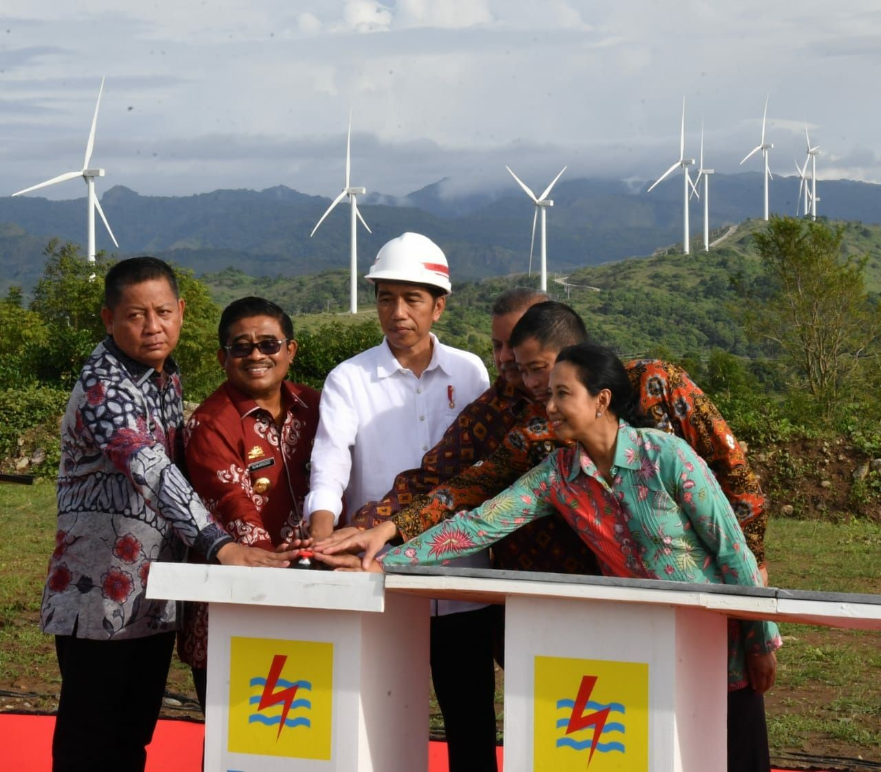 Indonesia slightly lowers target for investment in electricity