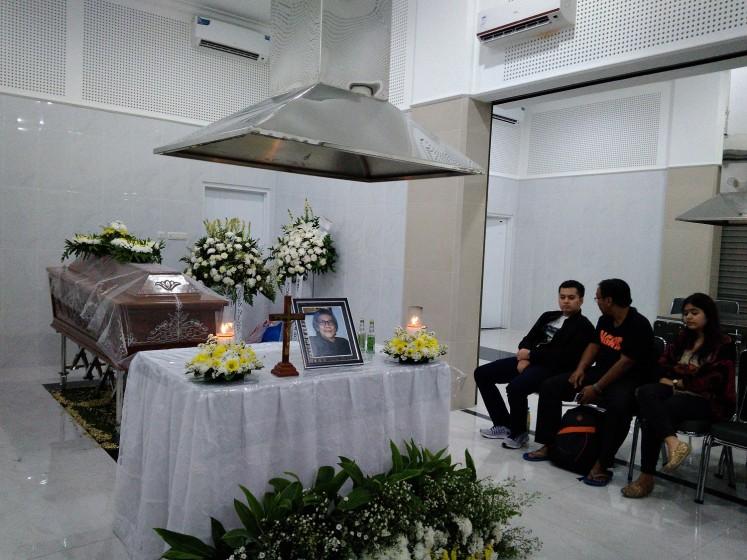 Sudarta was cremated at RS Sentra Medika Crematorium in Cibinong, Bogor.