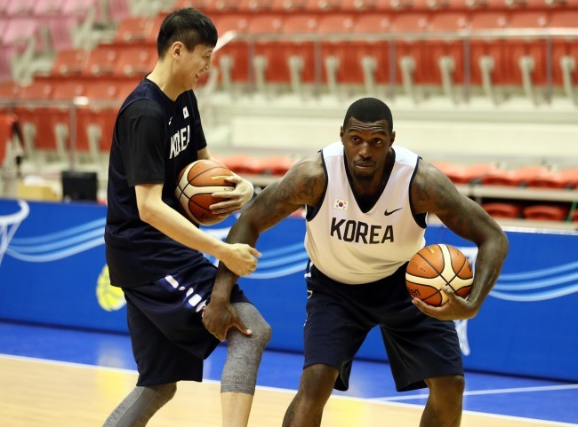 Two Koreas hold first unification basketball match in 15 years
