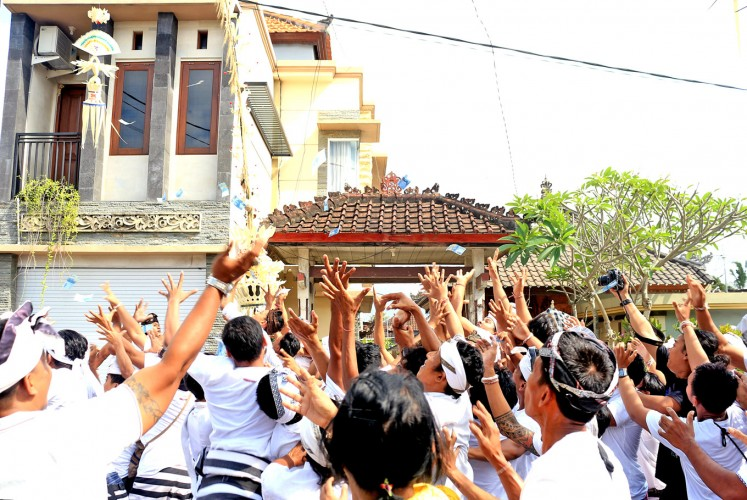 Game On: Local youths catch banknotes in the air during mesuryak.
