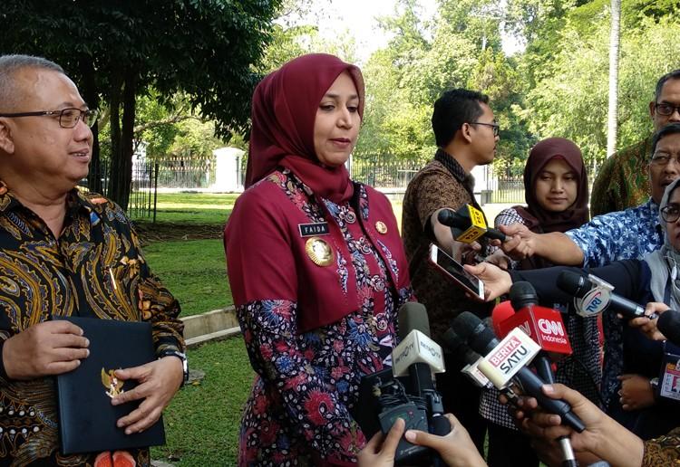 Regents ask Jokowi to lift moratorium on recruiting civil servants