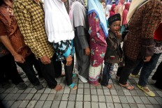 People wear shoes, flip flops or even go barefoot when lining up to shake hands with their leaders. JP/Boy T. Harjanto